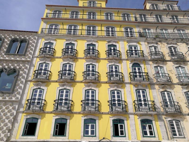 Construção bonita da telha em Lisboa Portugal fotografia de stock