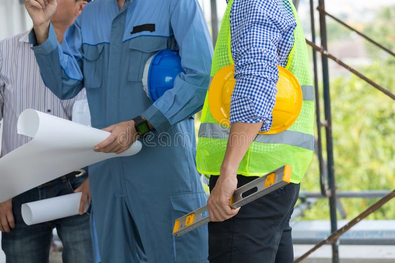 Construção civil da inspeção do coordenador e dos arquitetos com la imagem de stock royalty free