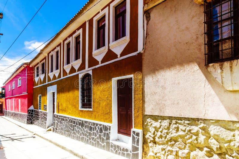 Construção colonial do patrimônio mundial na cidade velha de Bolívia foto de stock royalty free