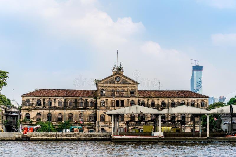 Construção colonial velha da arte em Banguecoque foto de stock