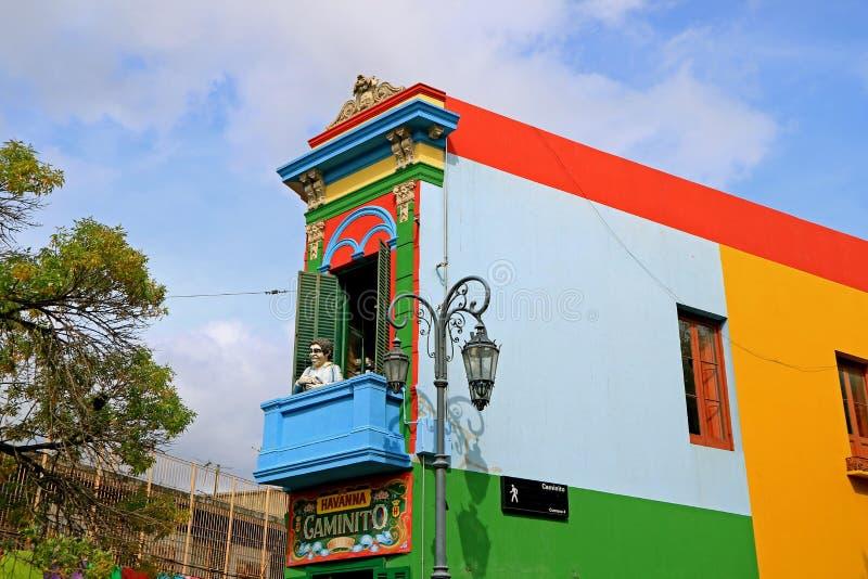 Construção colorida em Caminito, aleia tradicional no La Boca Neighborhood de Buenos Aires, Argentina foto de stock royalty free