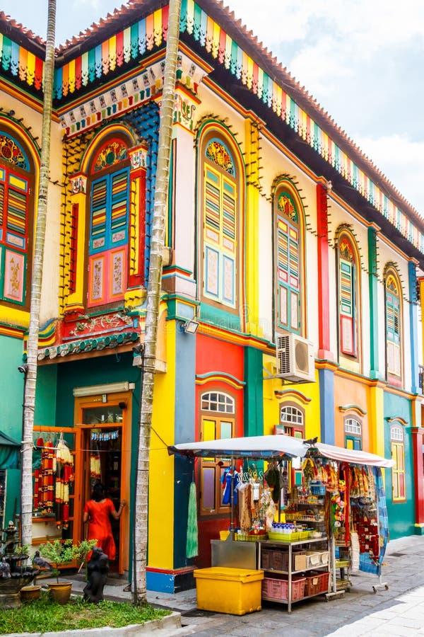 Construção colorida em pouca Índia, Singapura imagens de stock