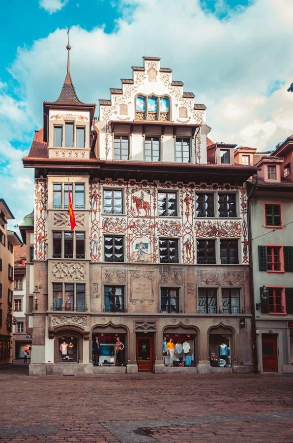 Construção colrful mesma velha no centro da cidade de Suíça da lucerna imagens de stock