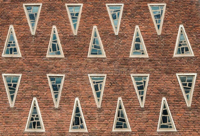 construção com alvenaria e diversas janelas foto de stock royalty free