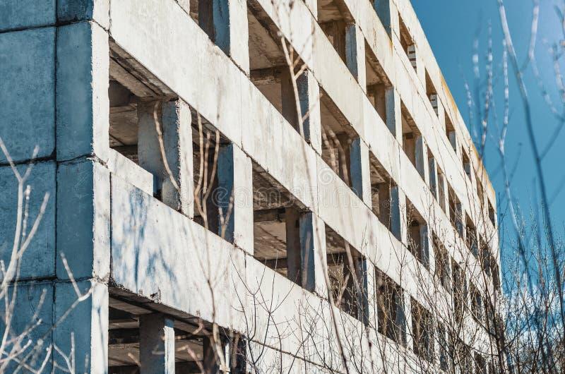 Construção concreta inacabado abandonada da fábrica imagens de stock royalty free