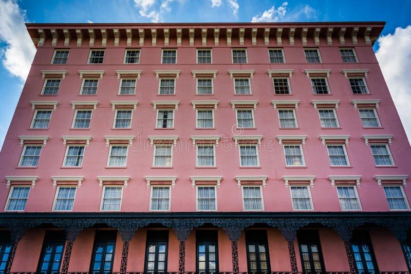 Construção cor-de-rosa histórica em Charleston, South Carolina fotos de stock royalty free