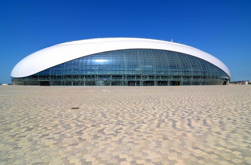 Construção da abóbada do gelo de Bolshoy no parque olímpico de Sochi fotos de stock royalty free