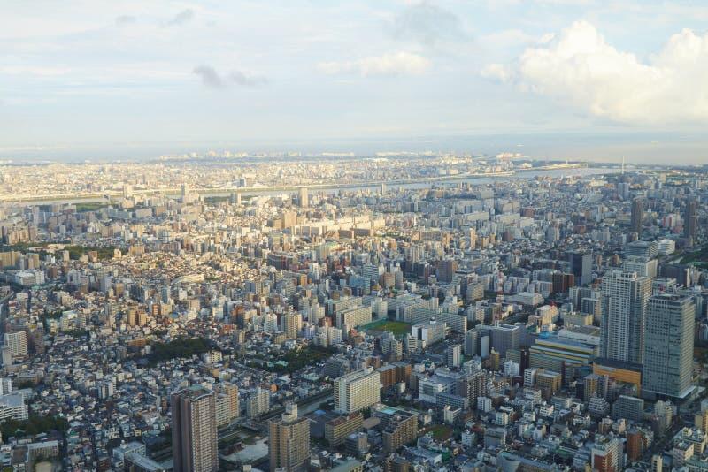 Construção da arquitetura da cidade do Tóquio de Japão, a comercial e a residencial, opinião aérea da estrada fotos de stock