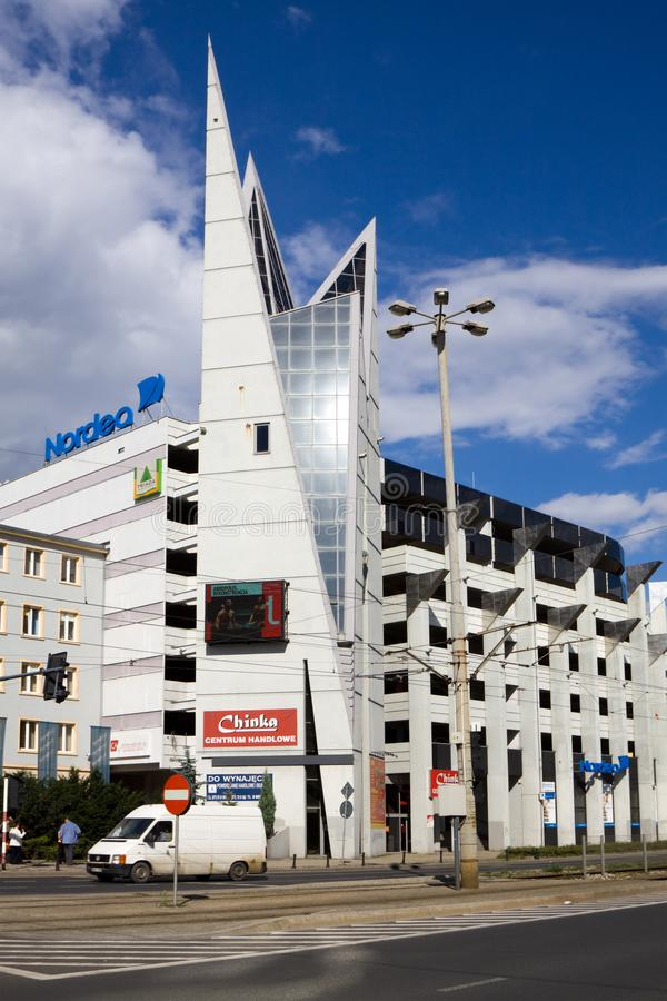 A construção da arquitetura moderna em Wroclaw foto de stock