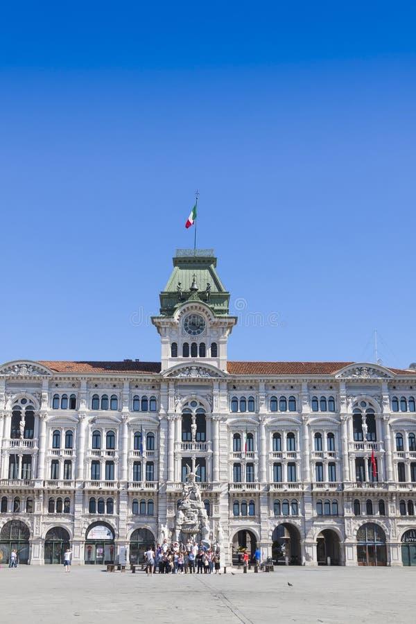 Construção da câmara municipal (Comune di Triesti) em Trieste, Itália fotografia de stock royalty free