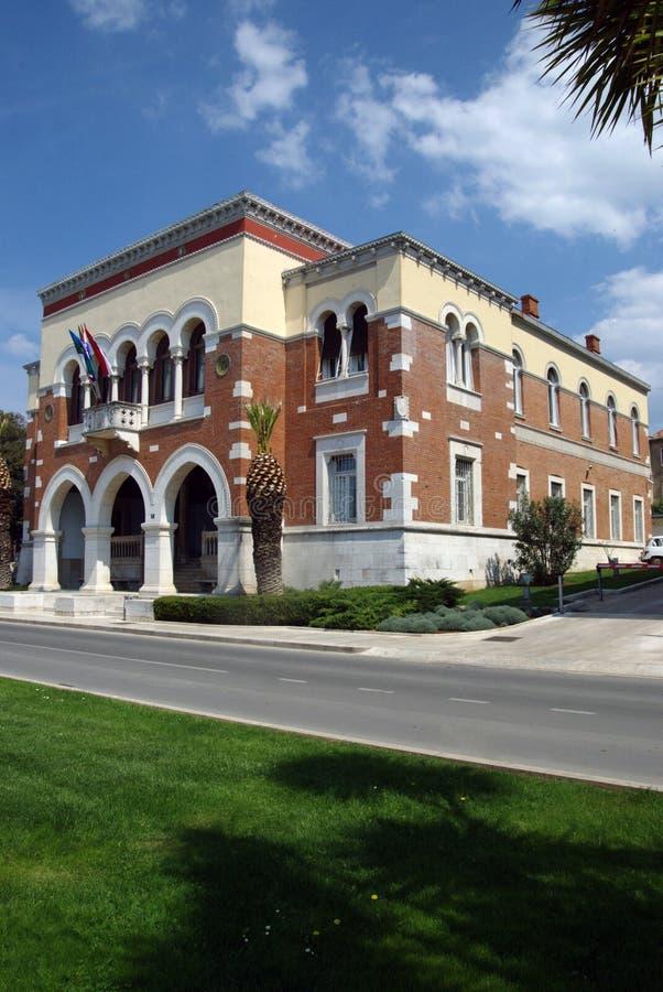 Construção da câmara municipal em Porec, Croácia imagem de stock royalty free