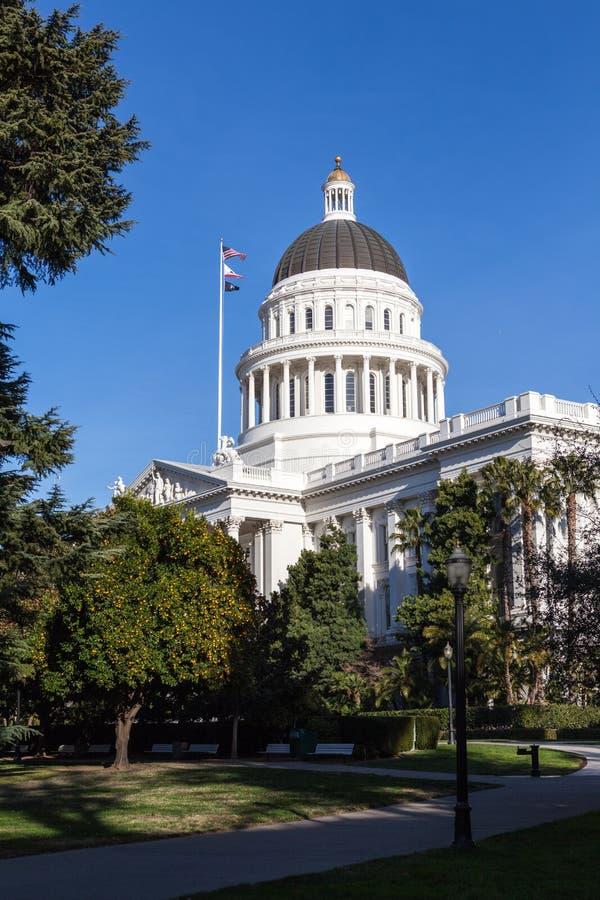 Construção da casa e do Capitólio do estado de Califórnia, Sacramento imagem de stock