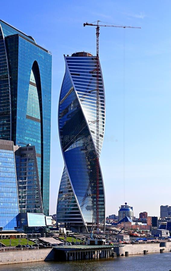 Construção da cidade de Moscou do centro de negócios da evolução das torres fotos de stock
