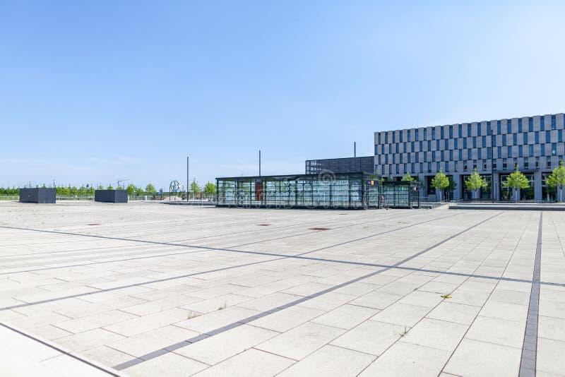 Construção da entrada para o estação de caminhos-de-ferro Deutsche Bahn foto de stock royalty free