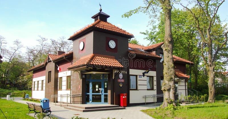 Construção da estação de correios em Krynica Morska imagem de stock royalty free