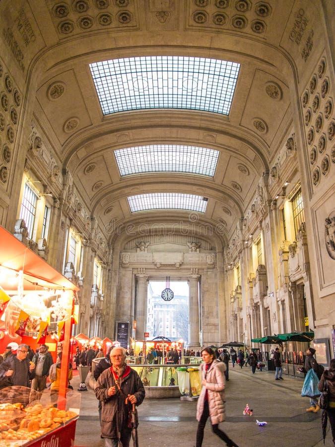 Construção da estação de trem de Milão Centrale fotografia de stock royalty free