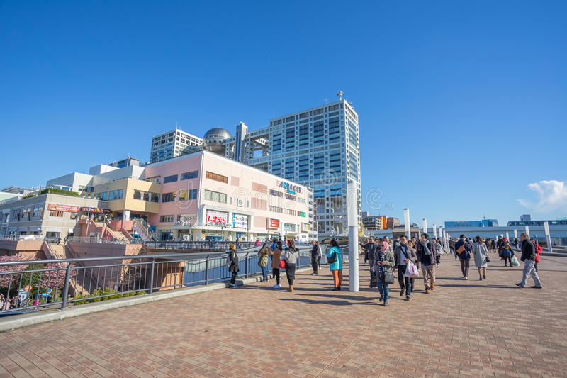 Construção da tevê de Aqua City Odaiba e de Fuji imagens de stock