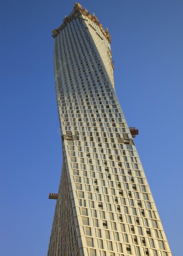 A construção da torre Dubai da infinidade fotografia de stock royalty free