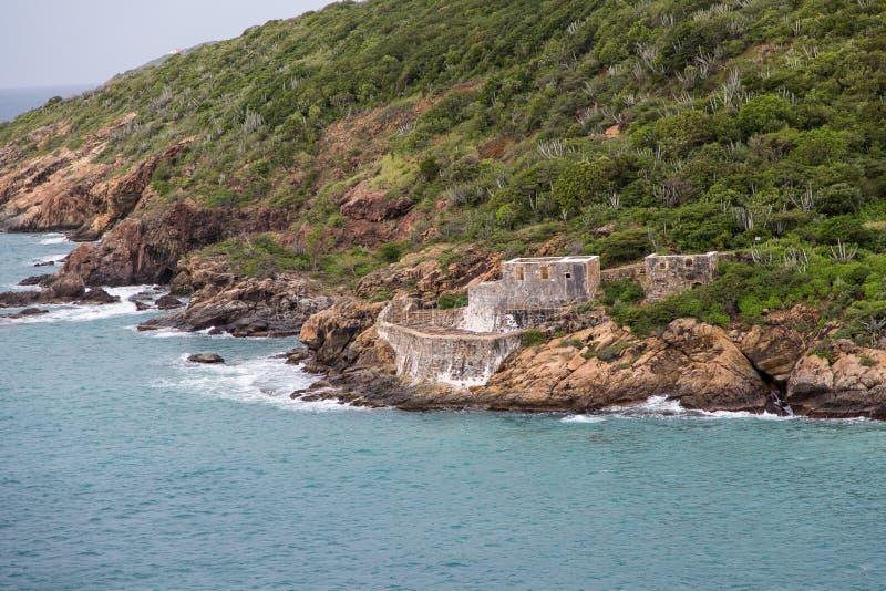 Construção danificada furacão na costa tropical fotografia de stock royalty free