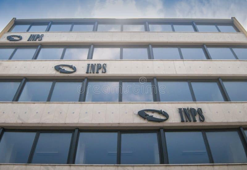 A construção das matrizes do INPS, instituto nacional da segurança social que trata o fornecimento de pensões e a coleta foto de stock