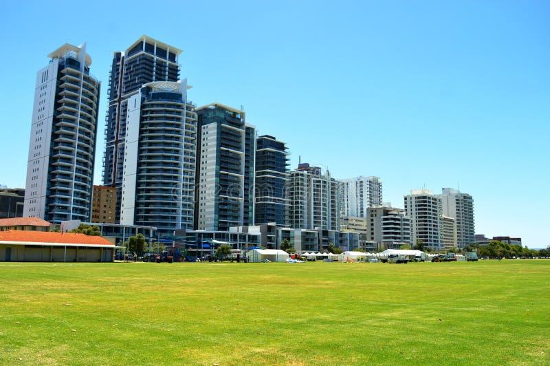 Construção de apartamentos residencial da elevação alta imagem de stock royalty free