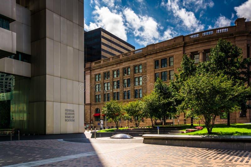 A construção de banco de Federal Reserve e a estação sul em Boston, M fotos de stock