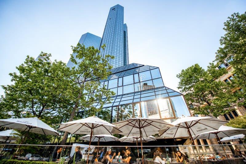 Construção de Deutsche Bank com restaurante imagens de stock