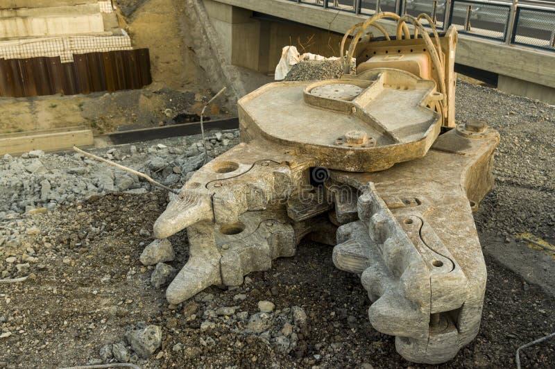 Construção de estradas da construção de ponte do canteiro de obras com hidráulica imagens de stock royalty free