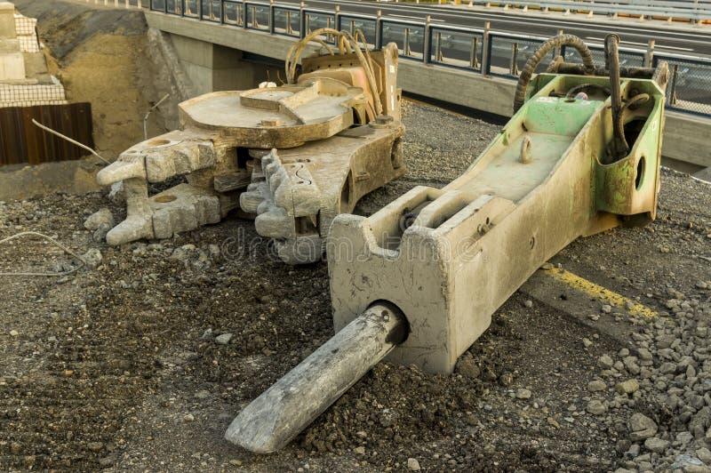 Construção de estradas da construção de ponte do canteiro de obras com hidráulica imagem de stock