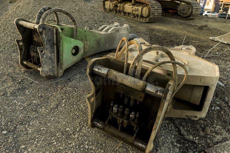 Construção de estradas da construção de ponte do canteiro de obras com hidráulica imagens de stock