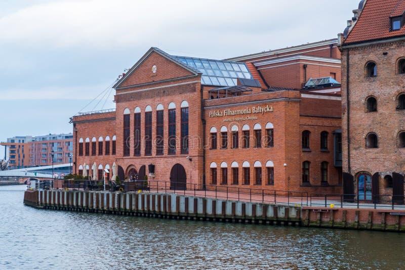 Construção de filarmônico Báltico polonês no rio de Motlawa em Gdansk, Polônia imagem de stock royalty free