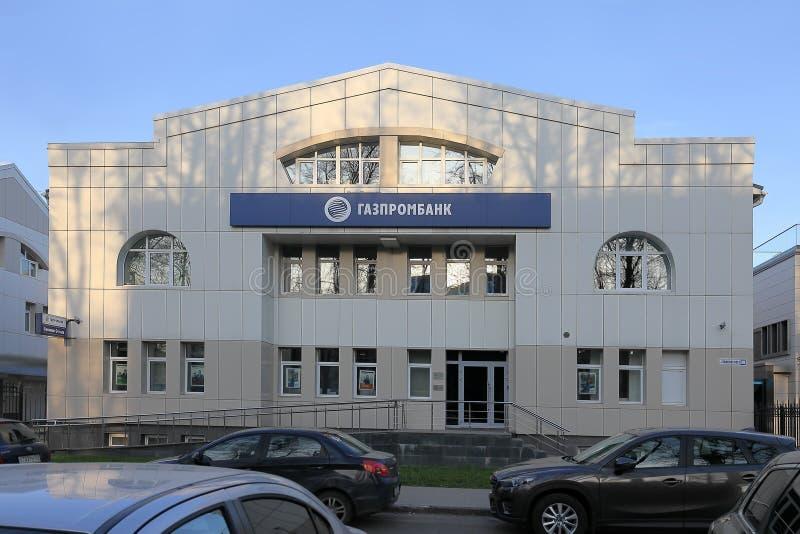 A construção de Gazprombank no sol de nivelamento Rússia, cidade de Yaroslavl, o 1º de maio de 2019 imagem de stock royalty free