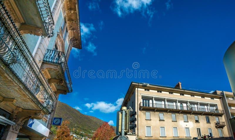 Construção de Innsbruck com montanha de Tirol, Áustria fotos de stock royalty free