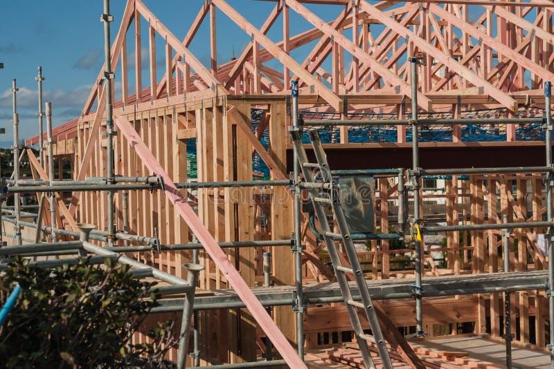 Construção de madeira de casas privadas, construindo em Nova Zelândia fotografia de stock