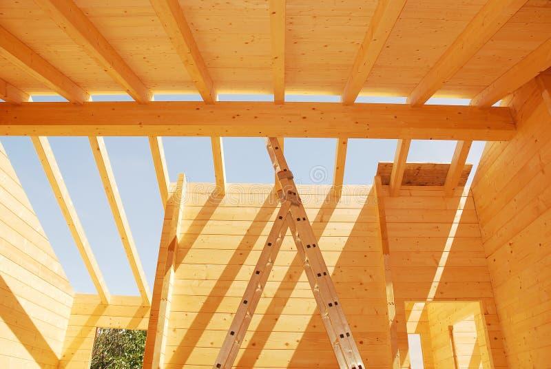 Construção de madeira do telhado da casa fotos de stock royalty free