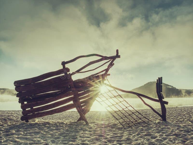 Construção de madeira no campo de jogos mais amável no lago no recurso de feriado O navio do strongold ou de pirata imagem de stock royalty free