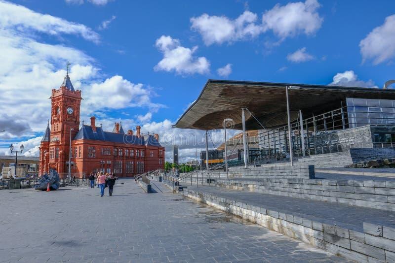 Construção de Pierhead e Sinead, baía de Cardiff, Gales foto de stock royalty free