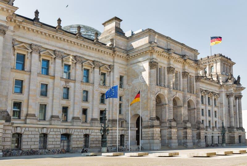 Construção de Reichstag, assento do parlamento alemão em Berlim, Alemanha fotografia de stock
