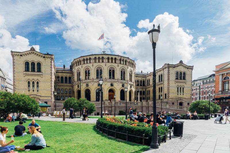 A construção de Storting, o parlamento de Noruega, Oslo imagem de stock royalty free