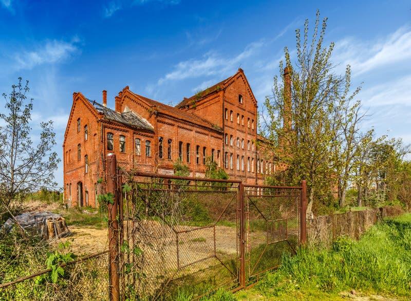 Construção de tijolo urbana abandonada fotografia de stock