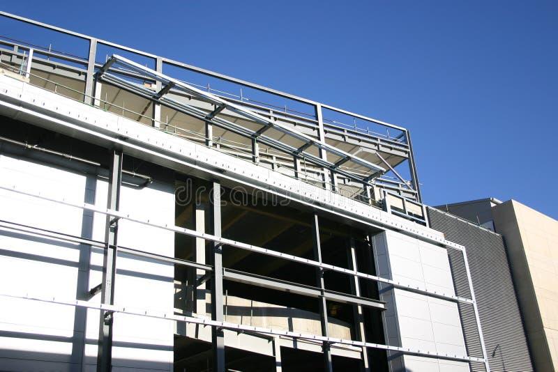 Construção de um edifício moderno imagens de stock