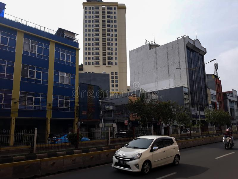 Construção de um marco moderno fora da cidade de jakarta da estação fotos de stock