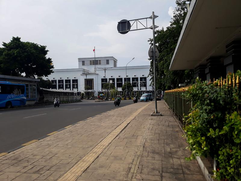 Construção de um marco moderno fora da cidade de jakarta da estação fotografia de stock royalty free