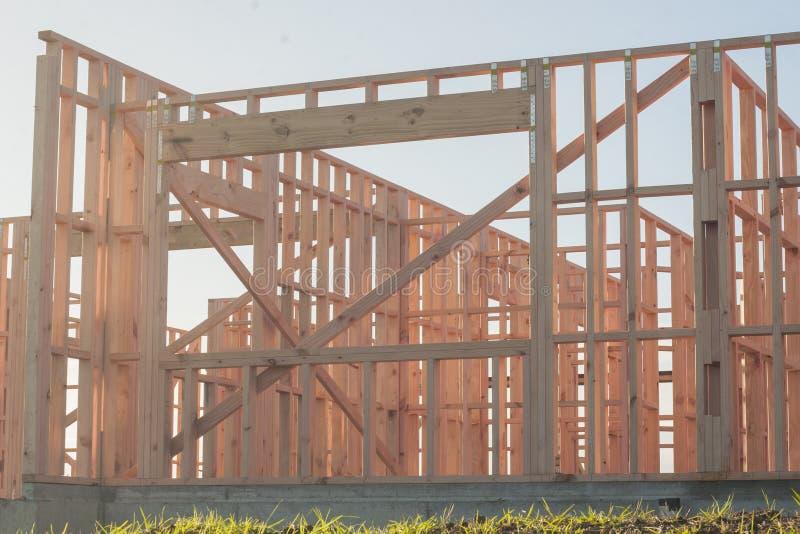 A construção de uma casa de madeira do quadro, detalhes fotografia de stock