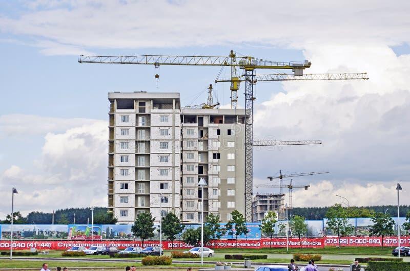 Construção de uma construção residencial moderna foto de stock royalty free