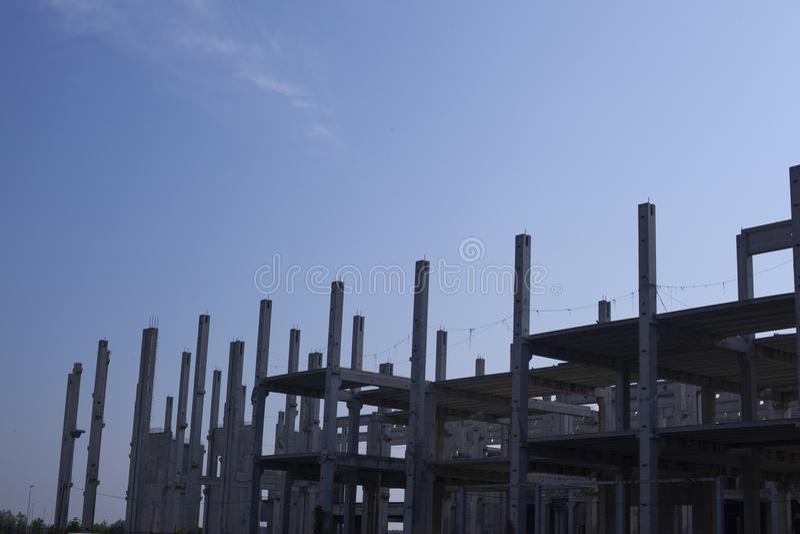 Construção de uma estrutura concreta para o shopping futuro imagem de stock royalty free