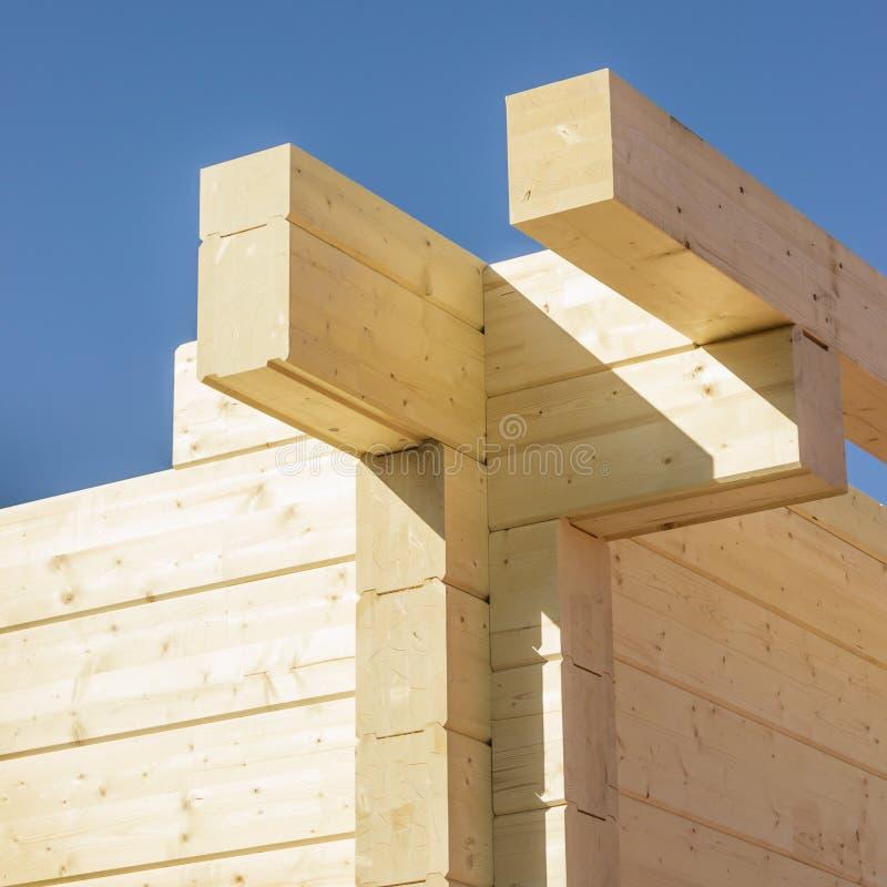Construção de uma construção feita de feixes colados imagens de stock royalty free