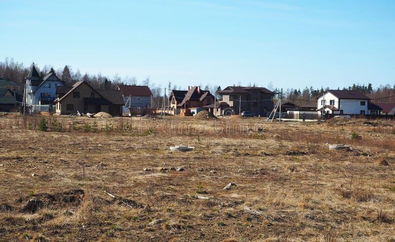 Constru??o de uma vila da casa de campo Fases de constru??o de uma casa privada fora da cidade detalhes fotografia de stock