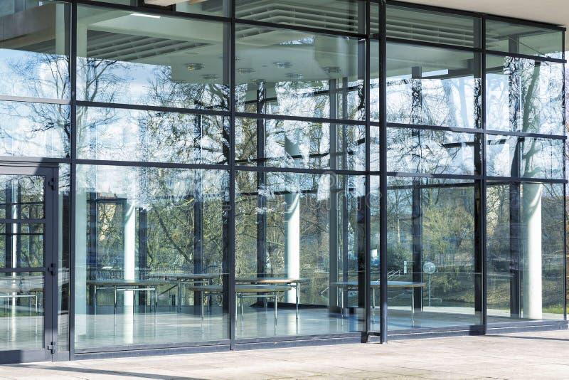 Construção de vidro moderna, imagem tonificada imagem de stock royalty free