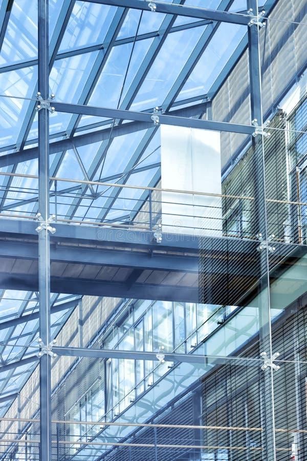 Construção de vidro moderna, imagem tonificada foto de stock royalty free